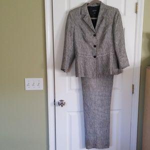 Kasper 2 piece Linen  pants suit size 10